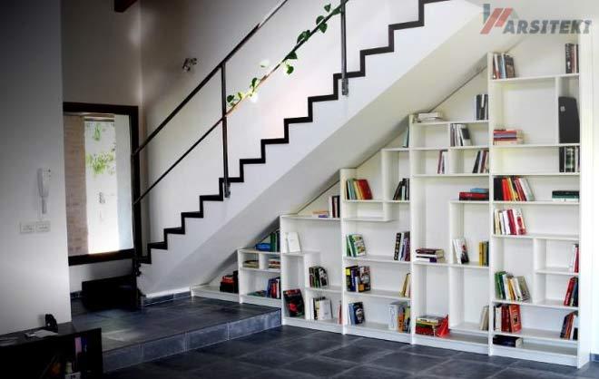Lemari Pajangan di bawah tangga