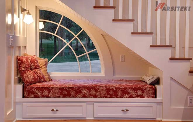 Tempat Tidur Bawah Tangga